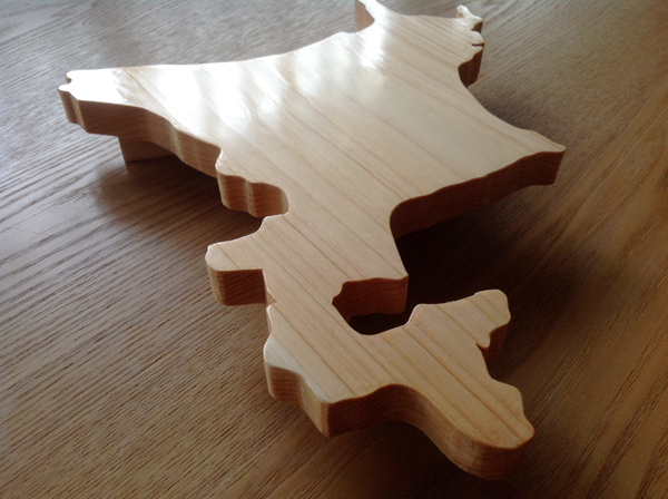 北海道の形の刺身盛り皿。